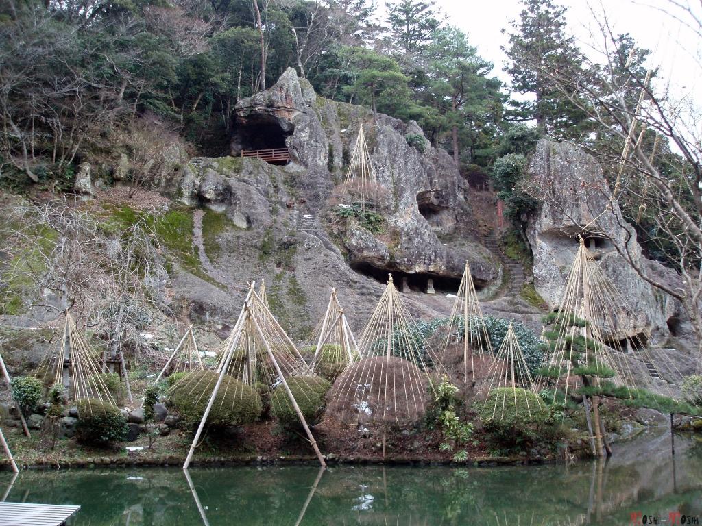 temple-natadera-Komatsu-rochers-sculptes