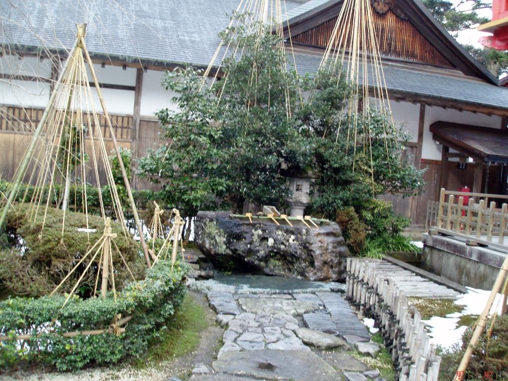 temple-natadera-Komatsu-shrine-lavoir-main