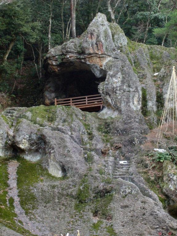 temple-natadera-Komatsu-tunnel
