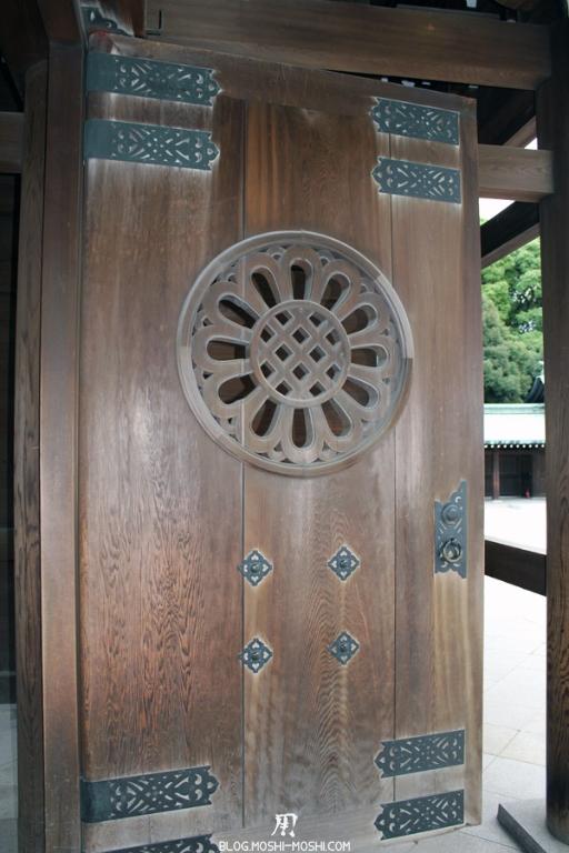 meiji-jingu-Tokyo-porte-sculptee