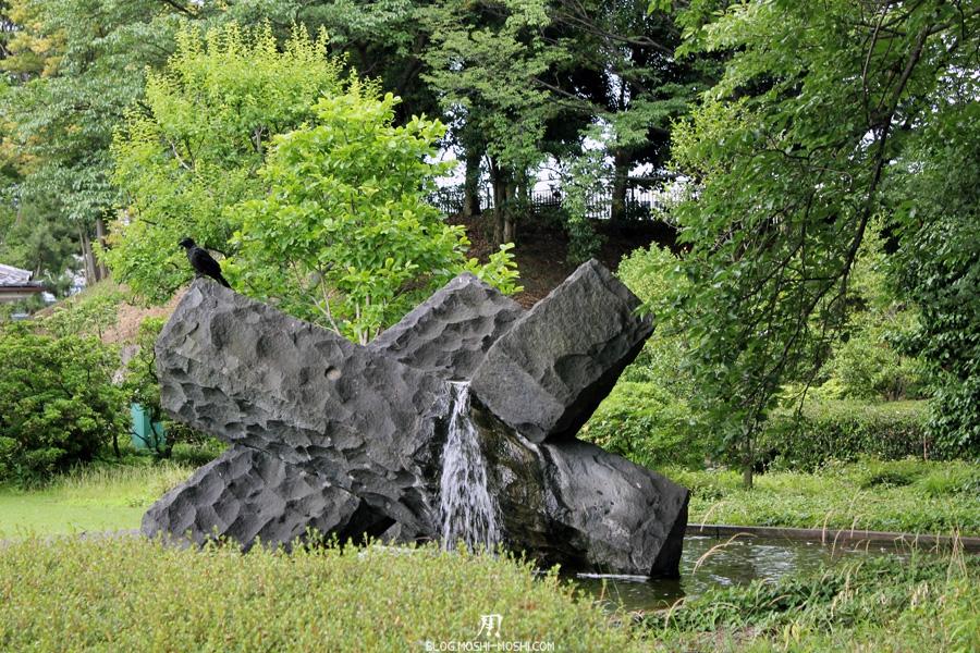 palais-imperial-Tokyo-jardin-est-corbeau-fontaine