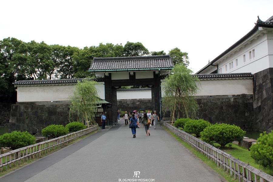 palais-imperial-Tokyo-jardin-est-entree