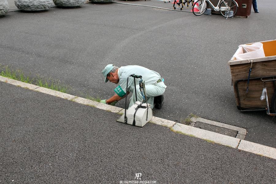 palais-imperial-Tokyo-jardinier-ciseau