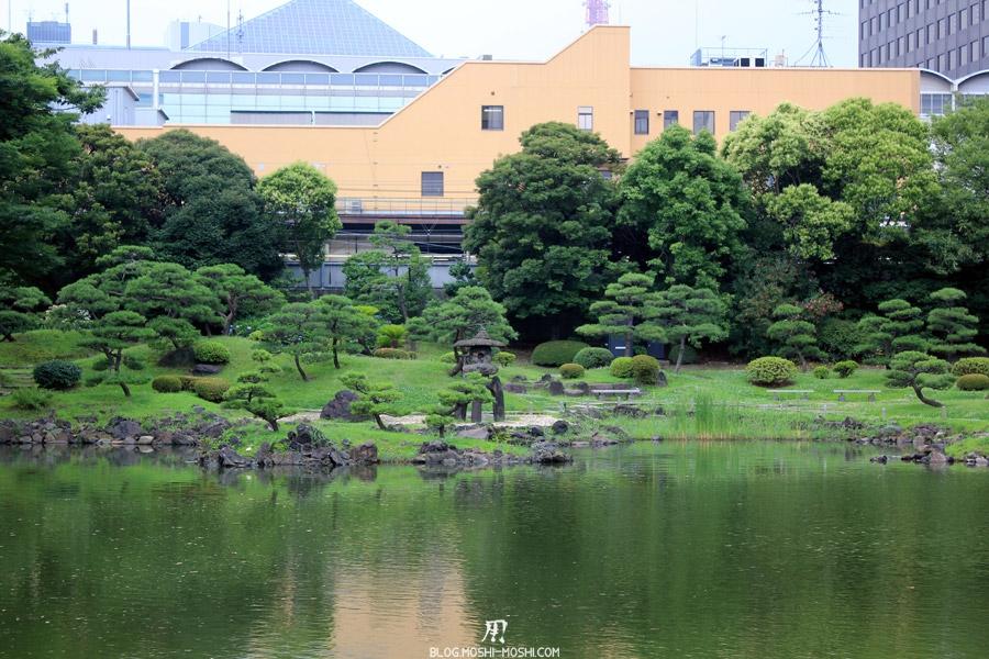 parc-kyu-shiba-rikyu-Tokyo-vue-large-lanterne