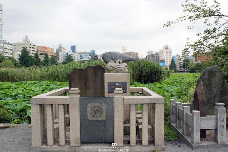 parc-ueno-Tokyo-sanctuaire-bentendo-statue-poisson