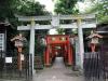parc-ueno-Tokyo-sanctuaire-hanazono-inari-entree-torii