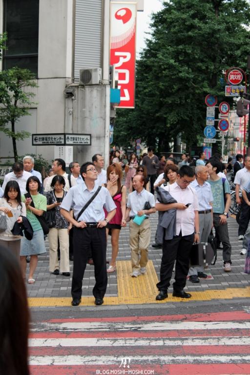 quartier-shinjuku-Tokyo-couple-bizarre-cache
