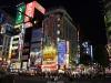 quartier-shinjuku-Tokyo-nuit-rue-principale