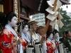 tokyo-sanja-matsuri-asakusa-senso-ji-hondo-geisha-pretre-benediction