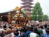 tokyo-sanja-matsuri-asakusa-senso-ji-hondo-mikoshi-retour-content