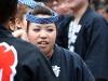 tokyo-sanja-matsuri-asakusa-senso-ji-mikoshi-porteurs-portrait-femme-essoufflee