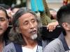 tokyo-sanja-matsuri-asakusa-senso-ji-mikoshi-porteurs-portrait-viel-homme-barbu