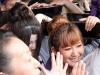 tokyo-sanja-matsuri-asakusa-senso-ji-passage-porte-kaminarimon-jeunes-filles-mignonnes-efforts