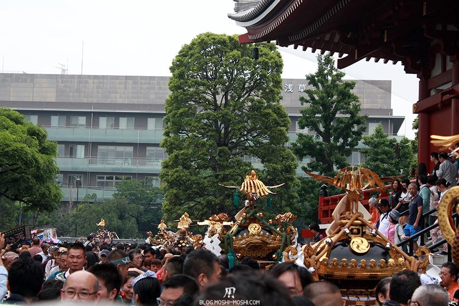 tokyo-sanja-matsuri-asakusa-senso-ji-hondo-mikoshi-alignement