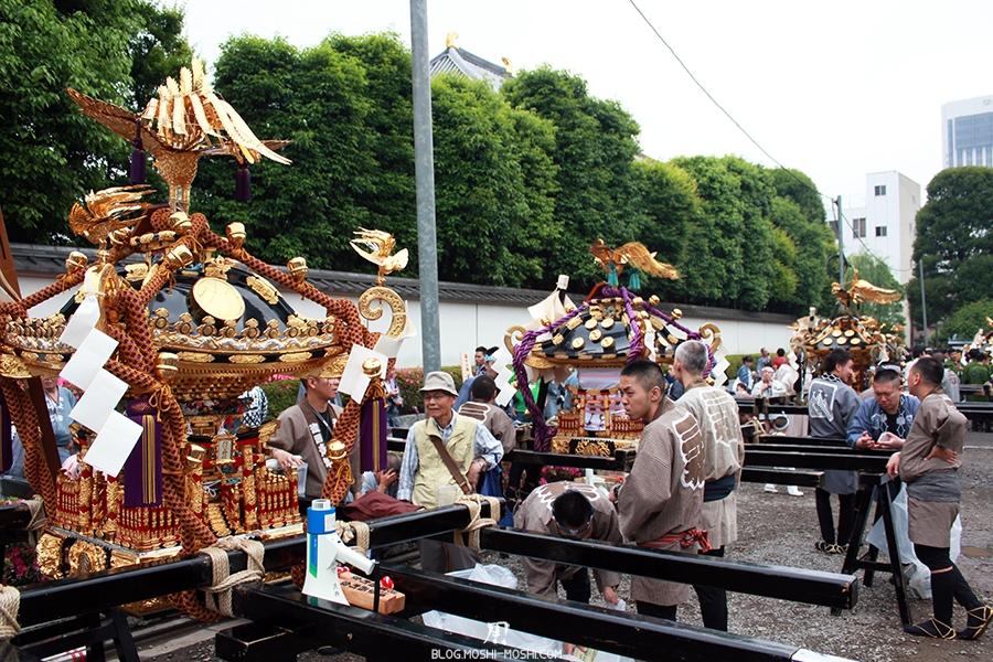 tokyo-sanja-matsuri-asakusa-senso-ji-hondo-mikoshi-pause-alignement
