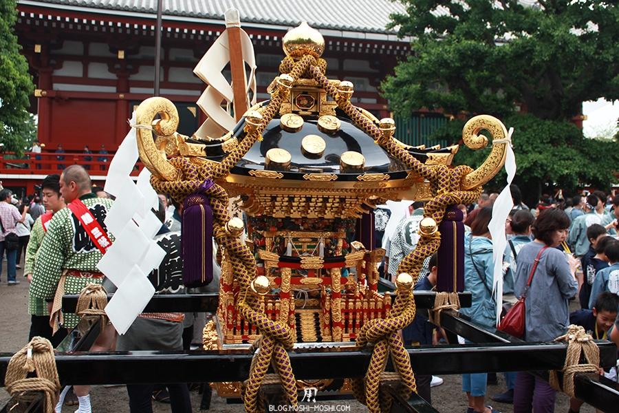 tokyo-sanja-matsuri-asakusa-senso-ji-hondo-mikoshi-pause-face-dorures