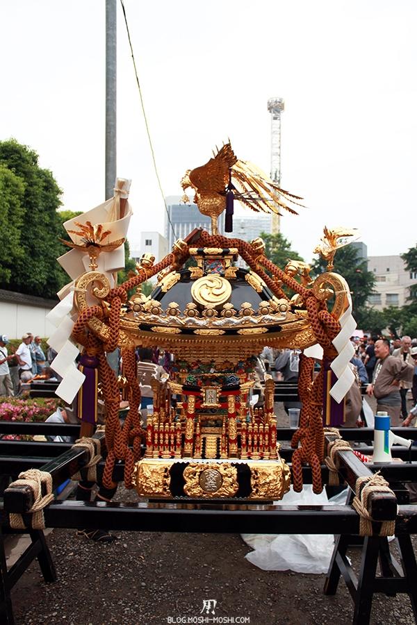 tokyo-sanja-matsuri-asakusa-senso-ji-hondo-mikoshi-pause-vue-face