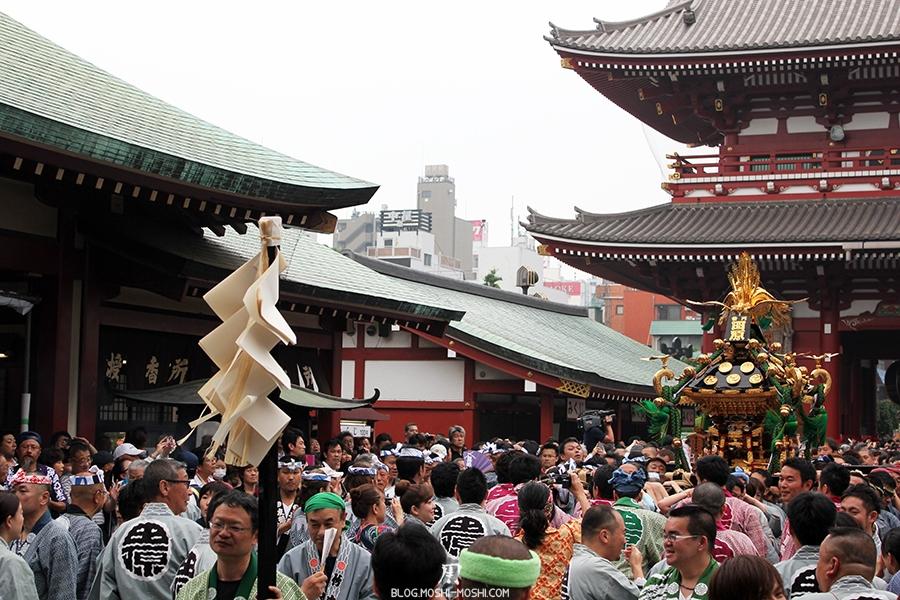 tokyo-sanja-matsuri-asakusa-senso-ji-hondo-mikoshi-rituel-shintoiste