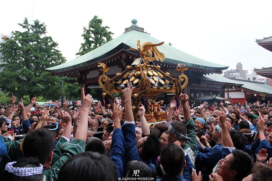 tokyo-sanja-matsuri-asakusa-senso-ji-hondo-mikoshi-victoire-3