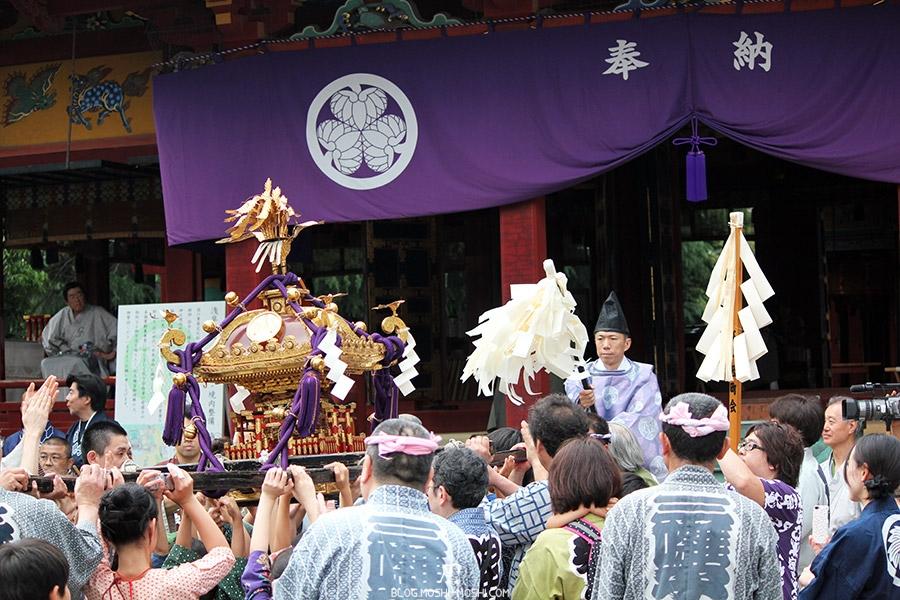 tokyo-sanja-matsuri-asakusa-senso-ji-mikoshi-deuxieme-benediction