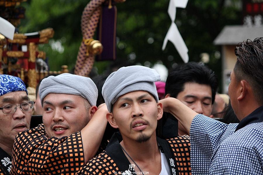 tokyo-sanja-matsuri-asakusa-senso-ji-mikoshi-porteurs-portrait-homme-turban