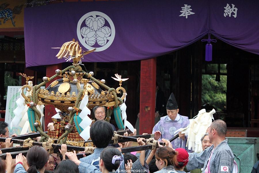 tokyo-sanja-matsuri-asakusa-senso-ji-mikoshi-priere-benediction-coucou