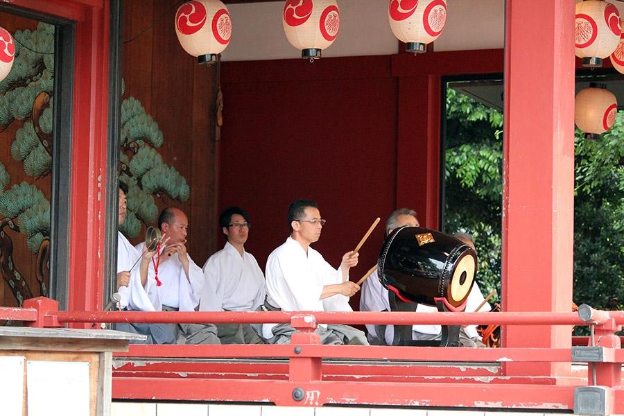 tokyo-sanja-matsuri-asakusa-senso-ji-orchestre-musique-shintoiste