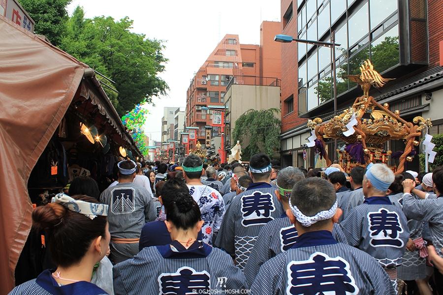 tokyo-sanja-matsuri-asakusa-senso-ji-quartier-hotel-a-la-queue-leuleu