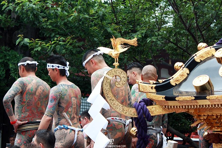 tokyo-sanja-matsuri-asakusa-senso-ji-yakuza-dos-tatouages