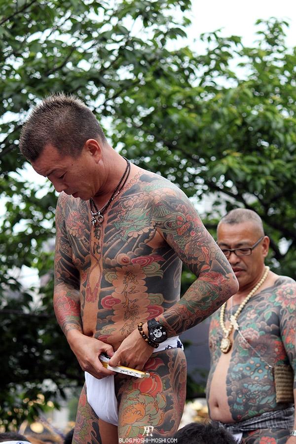 tokyo-sanja-matsuri-asakusa-senso-ji-yakuza-tatouages-face-montre-tete-mort