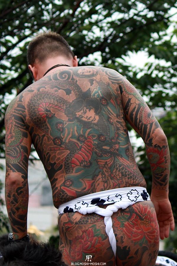 Sanja Matsuri tokyo-asakusa-senso-ji-yakuza-tatouages-japonais-dos-gros-plan