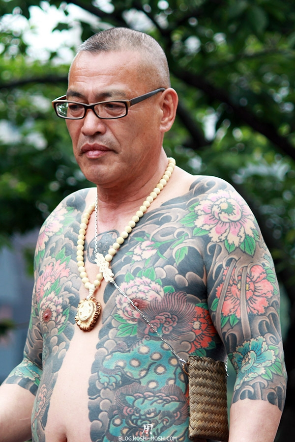 tokyo-sanja-matsuri-asakusa-senso-ji-yakuza-tatouages-poitrine-gros-plan