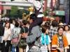 tokyo-sanja-matsuri-quartier-rues-asakusa-papa-petite-fille-dos-danse-eventail