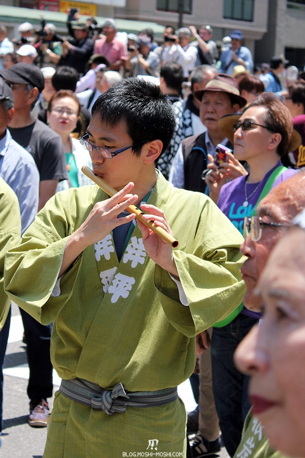rues d'Asakusa tokyo-sanja-matsuri-quartier-rues-asakusa-joueur-flute-japonaise