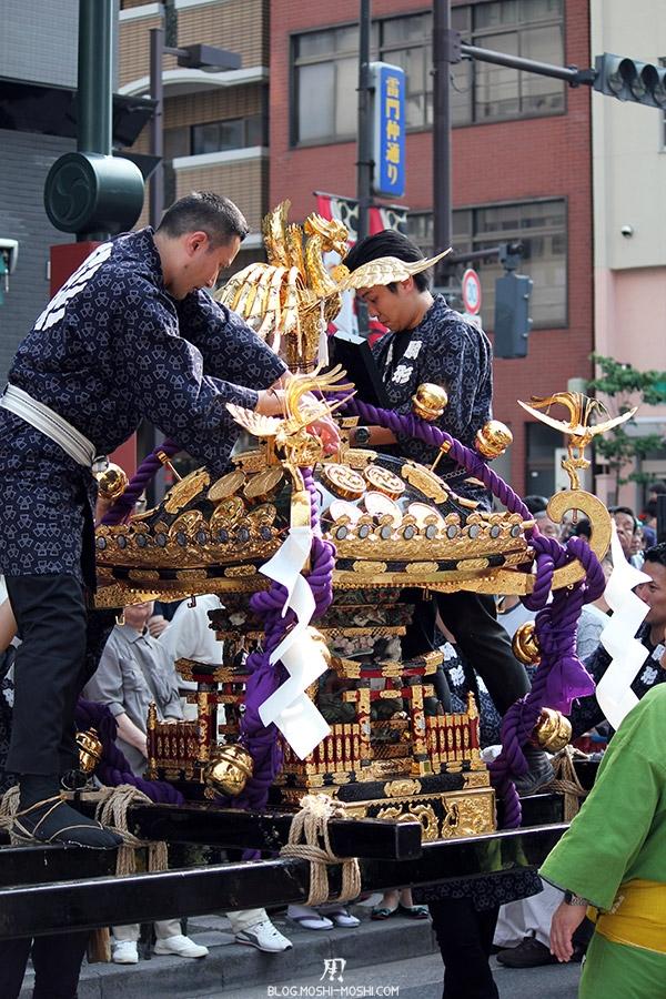 tokyo-sanja-matsuri-quartier-rues-asakusa-mikoshi-pause-reparation