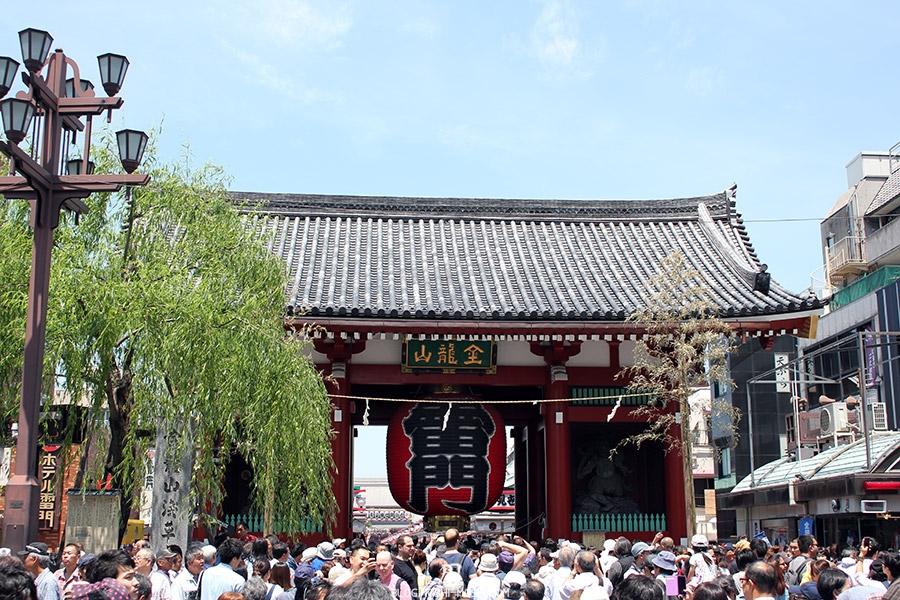 tokyo-sanja-matsuri-quartier-rues-asakusa-passage-senso-ji-porte-kuminarimon-foule