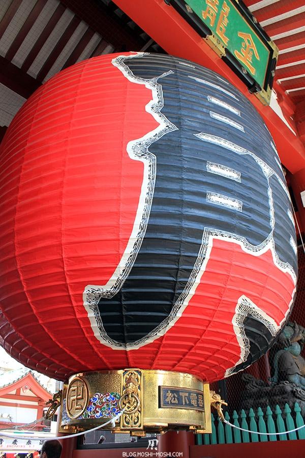 tokyo-sanja-matsuri-quartier-rues-asakusa-passage-senso-ji-porte-kuminarimon-lanterne-gros-plan