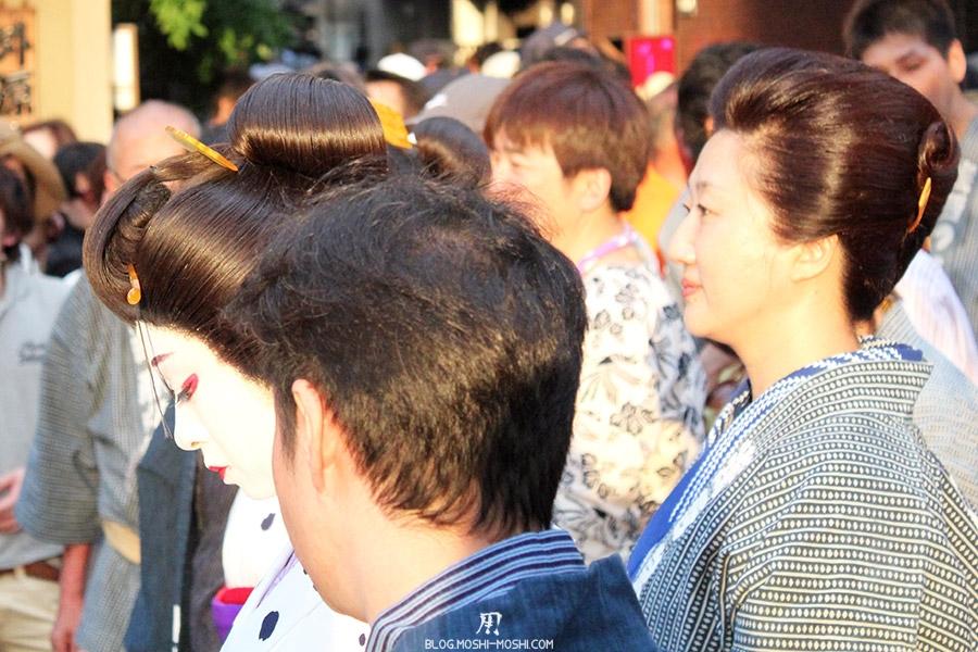 tokyo-sanja-matsuri-quartier-rues-asakusa-proche-hotel-geisha-patronne-okasan