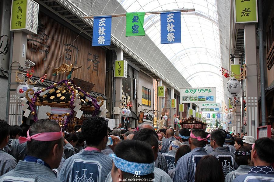 tokyo-sanja-matsuri-quartier-rues-asakusa-shotengai-passage-couvert-foule