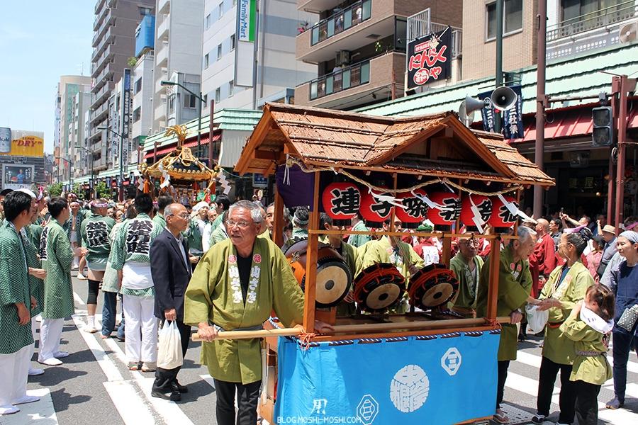 tokyo-sanja-matsuri-quartier-rues-asakusa-stand-mobile-taiko