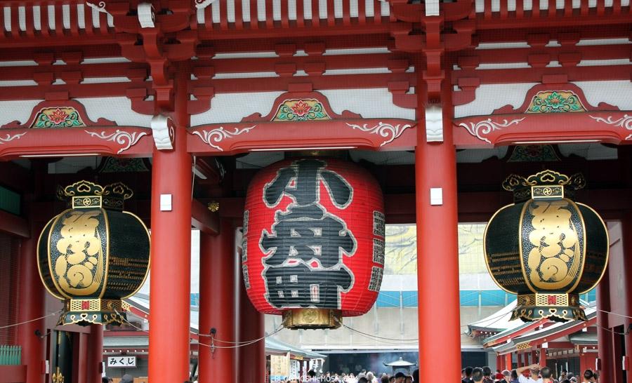 quartier-asakusa-Tokyo-temple-sensoji-hozomon-trois-lanternes-gros-plan