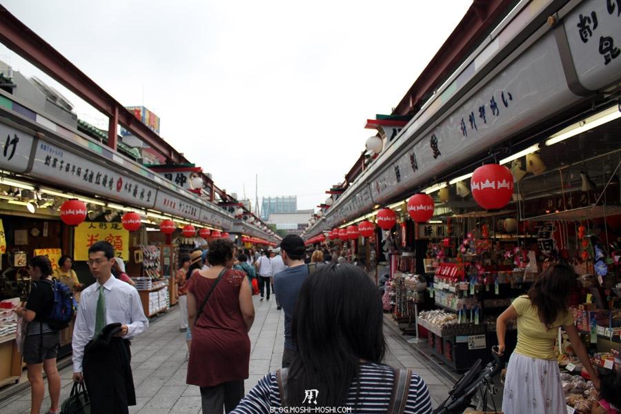 quartier-asakusa-Tokyo-temple-sensoji-nakamise-dori-stands