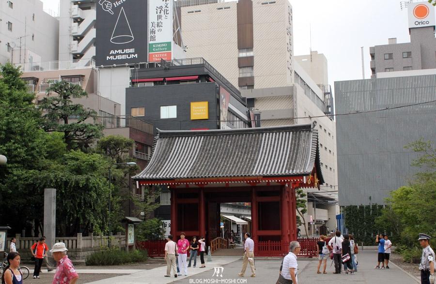 quartier-asakusa-Tokyo-temple-sensoji-porte-entree-cote