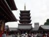 quartier-asakusa-Tokyo-temple-sensoji-pagode-vue-large