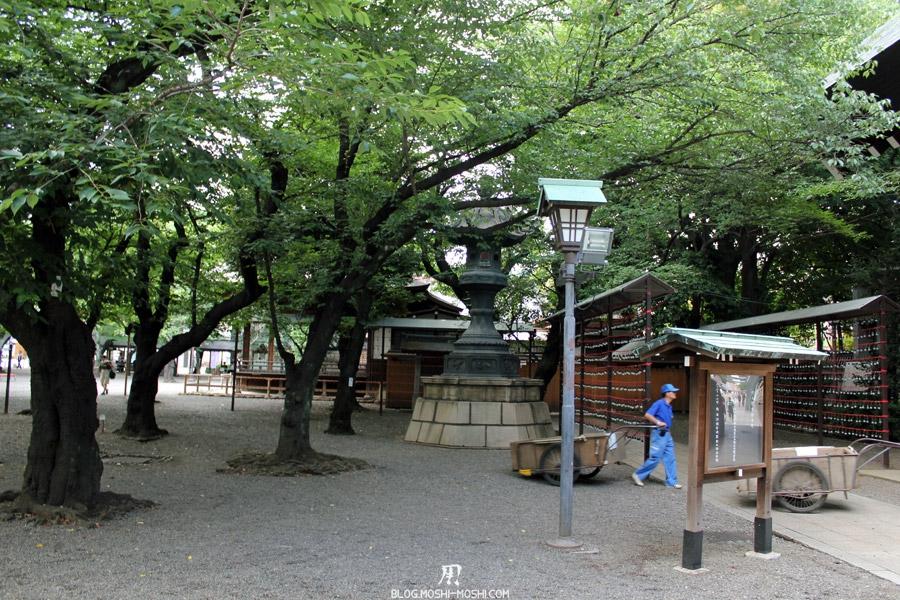 yasukuni-jinja-Tokyo-cours-interieure