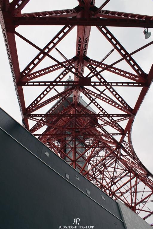 tour-de-tokyo-entree-dessous