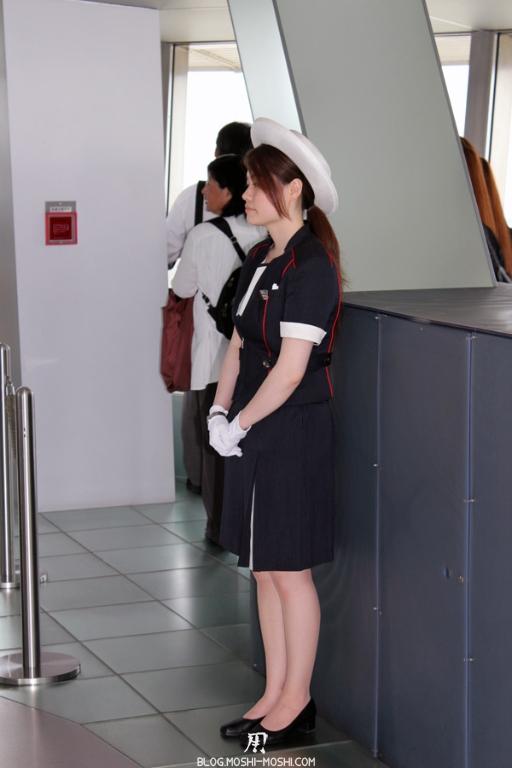 tour-de-tokyo-vue-du-haut-belle-hotesse-2eme-etage