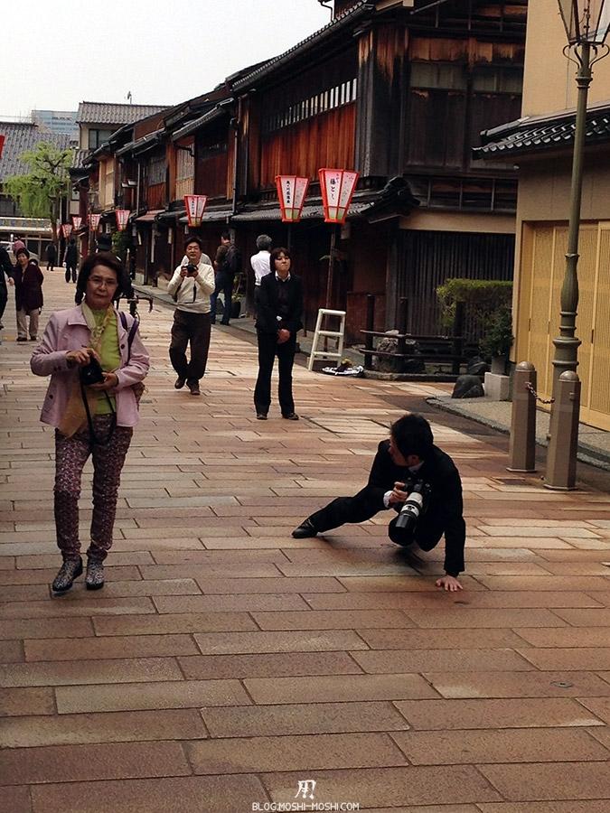 journee-kanazawa-higashi-chaya-gai-jeunes-maries-photographe-acrobatique