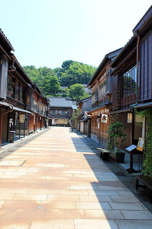 journee-kanazawa-higashi-chaya-gai-rue-deserte1