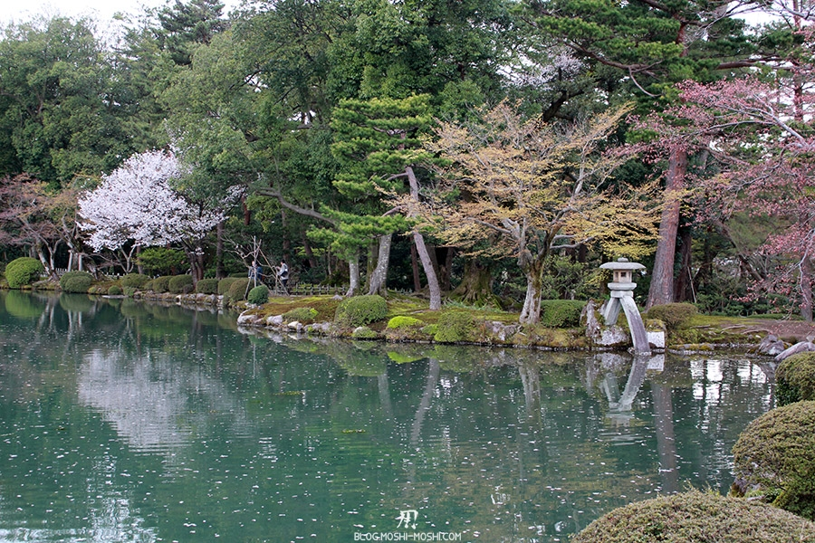 journee-kanazawa-jardin-kenrokuen-fameuse-lanterne